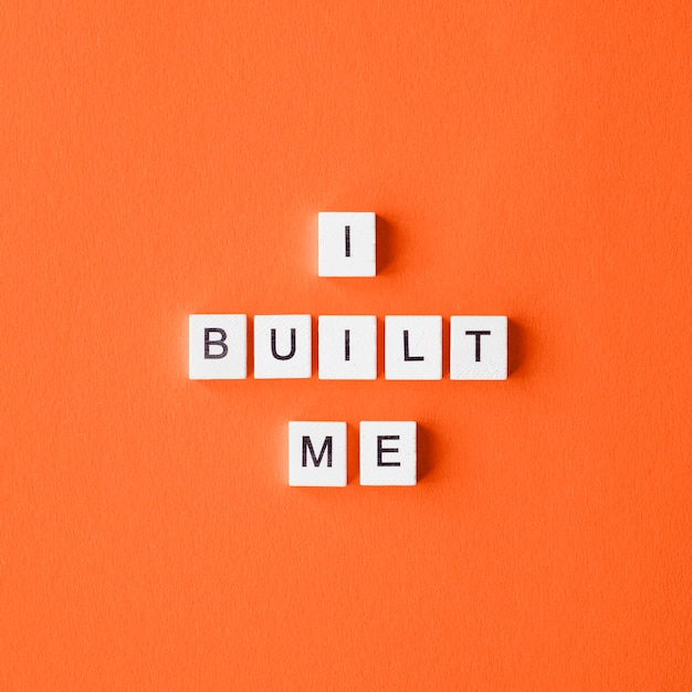 Flat lay letter cubes on orange background Premium Photo