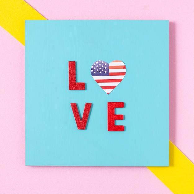 Lettere d'amore piatte laici con cuore bandiera usa Foto Gratuite