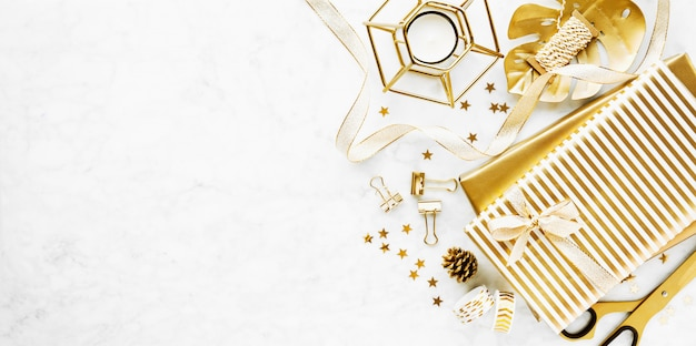Flat lay on marble background with golden deco Free Photo