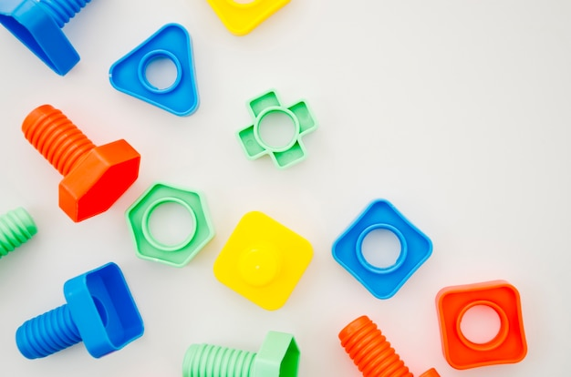 Flat lay matching toys for kids Free Photo