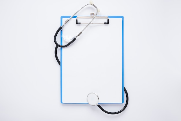 Flat lay medical composition with clipboard template Free Photo