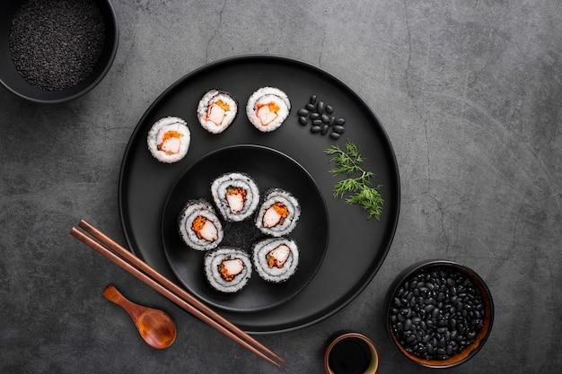 Плоский микс из суши маки Premium Фотографии