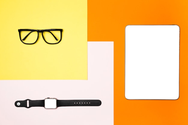 Flat lay mockup devices with colourful background Free Photo