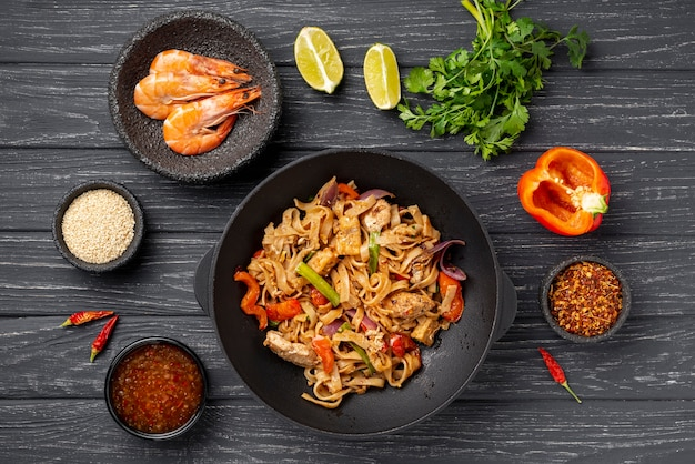 Flat lay noodles with ingredients Free Photo