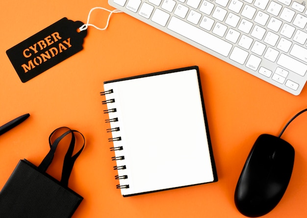Flat lay of notebook with shopping bag and cyber monday tag on keyboard Free Photo