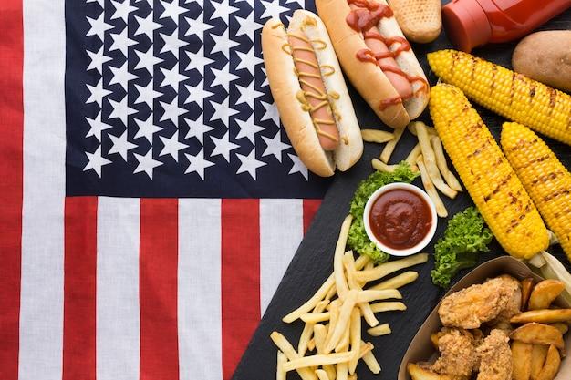Плоская планировка американской еды с флагом америки Бесплатные Фотографии