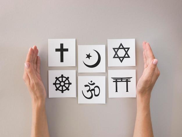 Плоская планировка ассортимента религиозных символов Бесплатные Фотографии