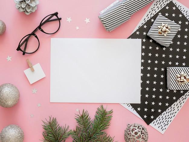 美しいクリスマスのコンセプトのフラットレイ 無料写真