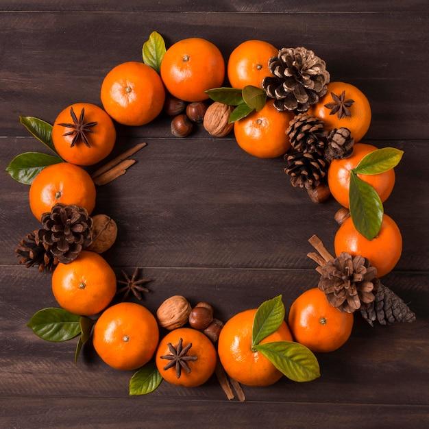 Рождественский венок из мандаринов и шишек Бесплатные Фотографии