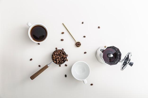 Плоская чашка кофе с чайником и пустая кружка Бесплатные Фотографии