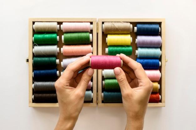 Плоская укладка красочных ниток в рулонах Бесплатные Фотографии