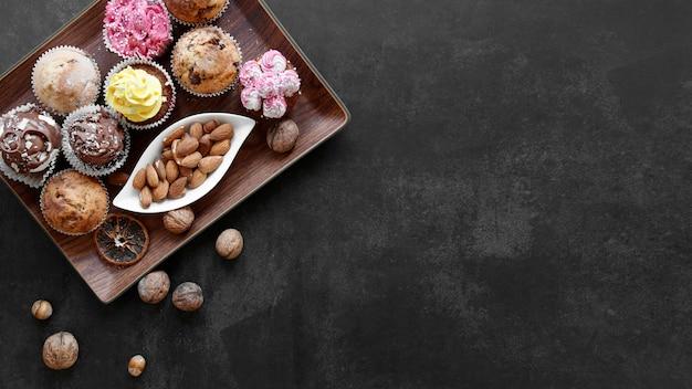 おいしいカップケーキのコンセプトのフラットレイ 無料写真