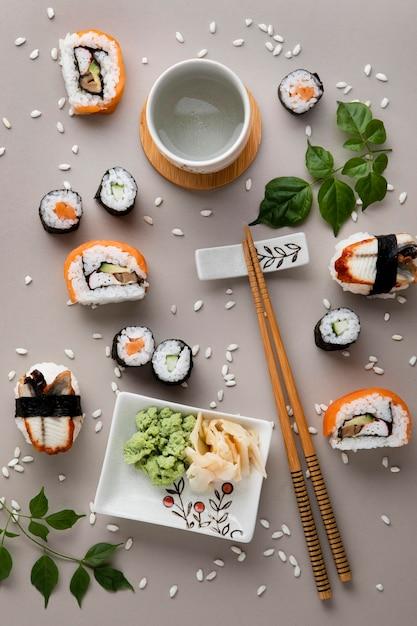 美味しいお寿司のコンセプトのフラットレイアウト 無料写真