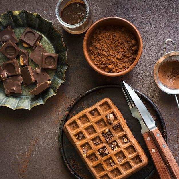 Плоская планировка вкусного завтрака с вафлями Бесплатные Фотографии