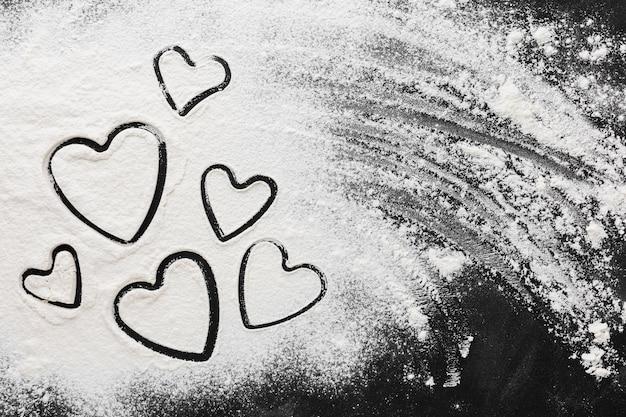 Плоская форма сердца в муке Бесплатные Фотографии