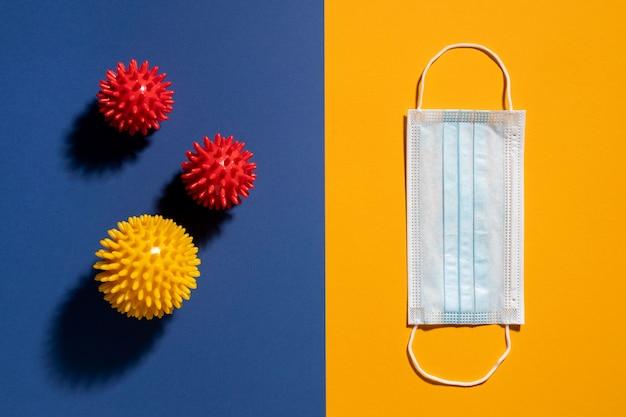 Плоская форма медицинской маски с вирусами Бесплатные Фотографии