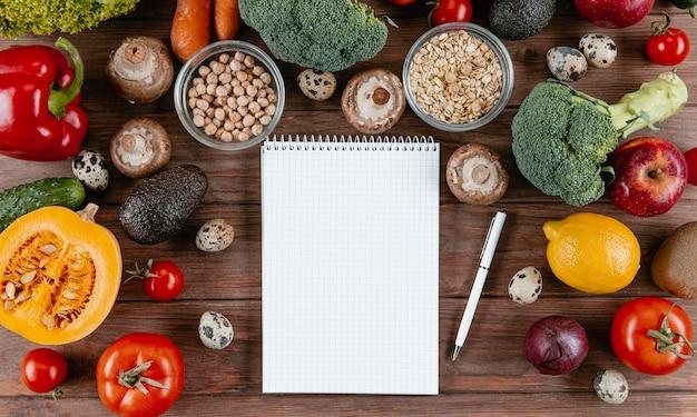 Плоский блокнот с ассортиментом овощей Бесплатные Фотографии