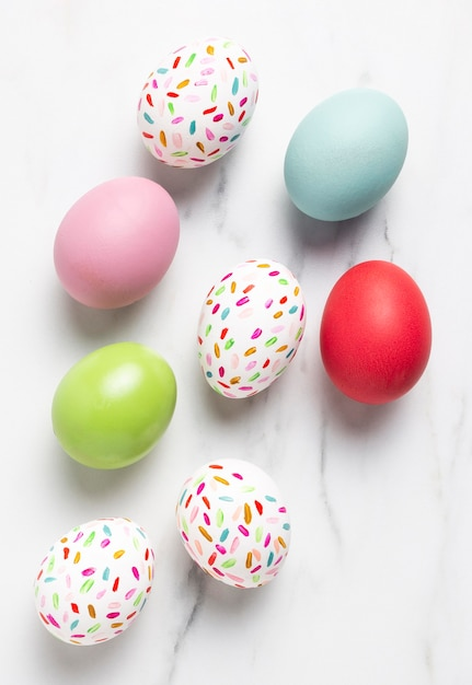 Плоские раскрашенные пасхальные яйца Бесплатные Фотографии