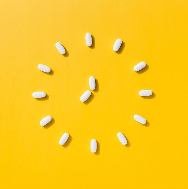 Плоская кладка таблеток в форме часов Бесплатные Фотографии