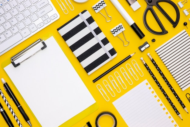 Flat lay of office stationery with pencils and keyboard Free Photo