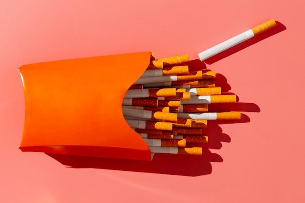 タバコのフラットレイパック 無料写真
