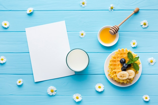 Flat lay paper card mockup on breakfast table Free Photo