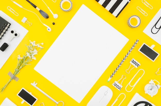 Flat lay paper mockup with office supplies Free Photo