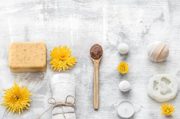 Foto piatta. spa-still life di articoli per la cura della pelle. Foto Gratuite