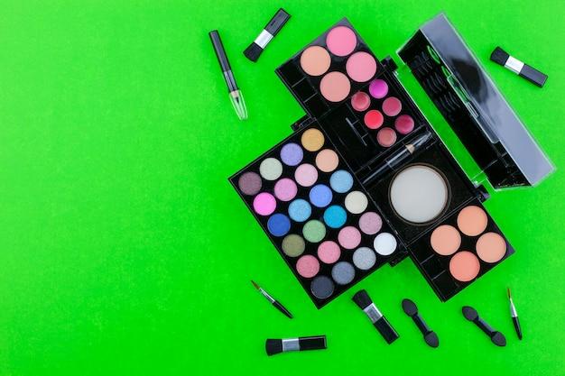 Flat lay photo of various makeup brush, eyeshadow and cosmetics Premium Photo