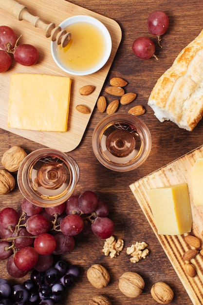 Flat lay picnic food with glasses of wine Free Photo