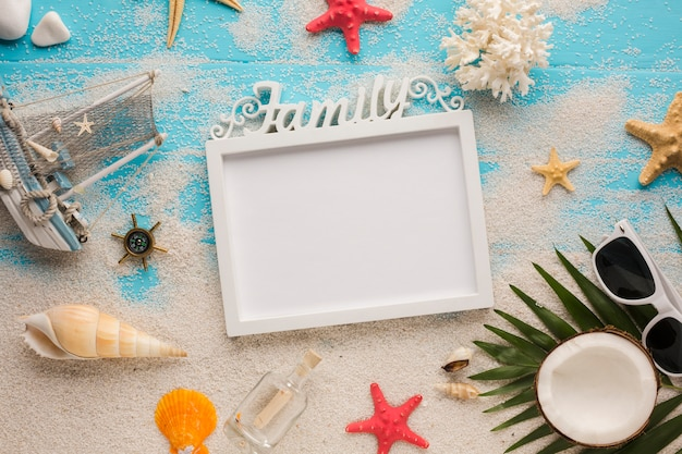 Flat lay picture frame with summer vacation concept Free Photo