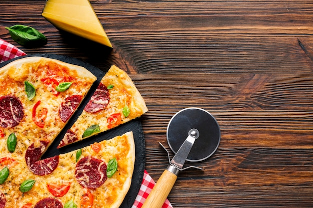 Flat lay pizza composition with copyspace Free Photo