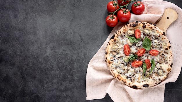 Плоская рамка для пиццы с копией пространства Premium Фотографии