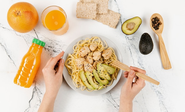 Flat lay of plate with pasta and avocado Premium Photo