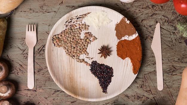 Плоская тарелка с картой мира и фасолью Бесплатные Фотографии