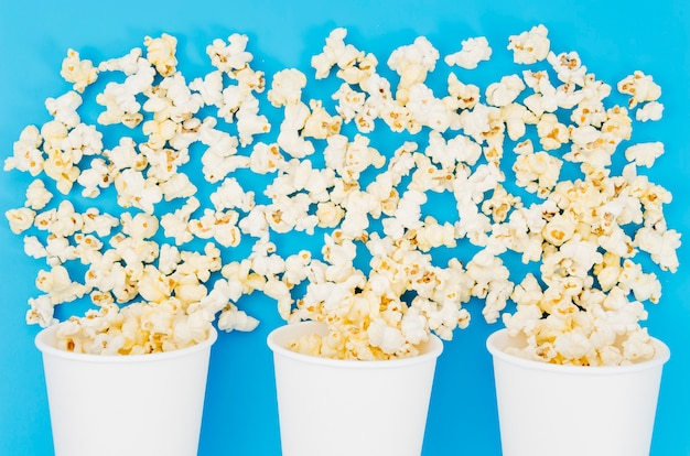 Flat lay popcorn composition for cinema concept Free Photo