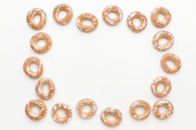 Lay piatto del telaio pretzel con spazio di copia Foto Gratuite