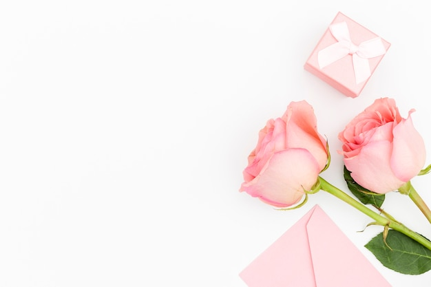 Flat lay of roses with copy space Free Photo