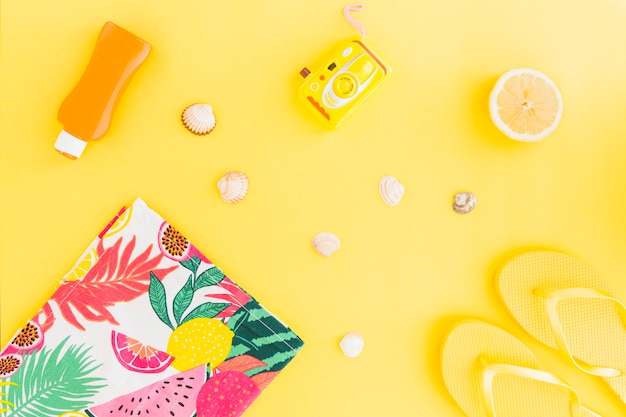 Flat lay of seashells and summer accessories Free Photo