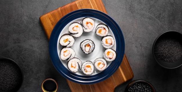 Плоский набор маки суши Бесплатные Фотографии