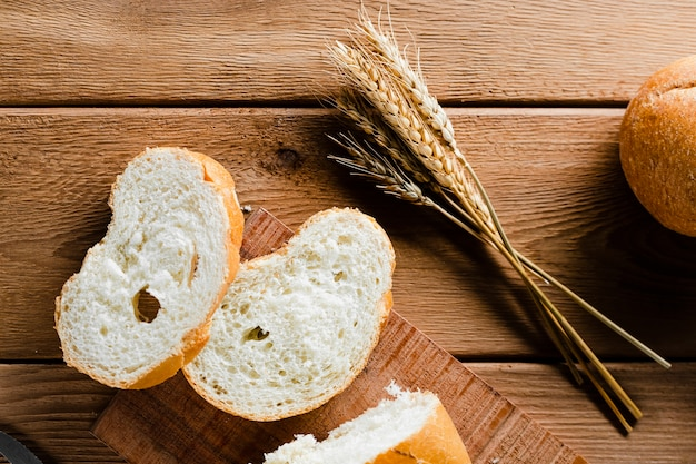 Flat lay of sliced bread on wooden table Free Photo
