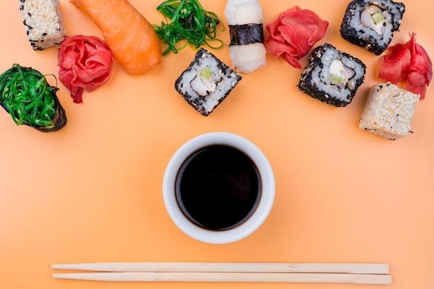 平たん醤油と巻き寿司 無料写真