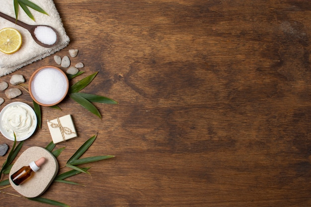 Flat lay spa composition on wooden background Free Photo