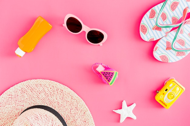 Flat lay of summer sea trip accessories Free Photo