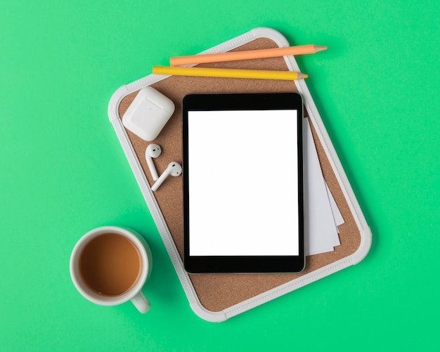 Flat lay  tablet on pin board mock-up Free Photo