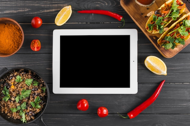 Flat lay tablet template with mexican food Free Photo