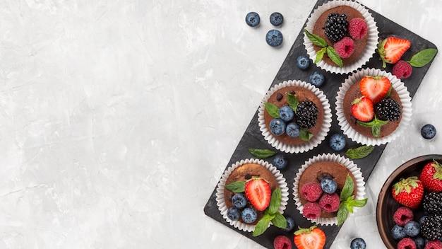 Плоский вкусный кекс с лесными фруктами Бесплатные Фотографии