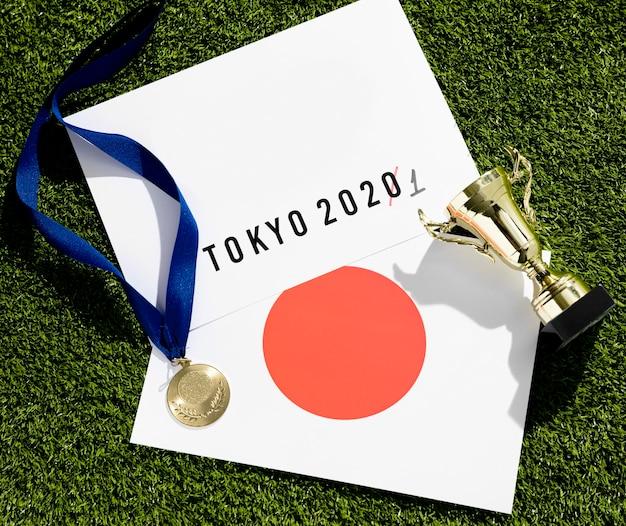 Flat lay tokyo 2020 sports event postponed assortment Free Photo