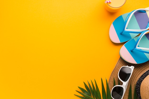 Flat lay  vacation concept with flip flops Free Photo