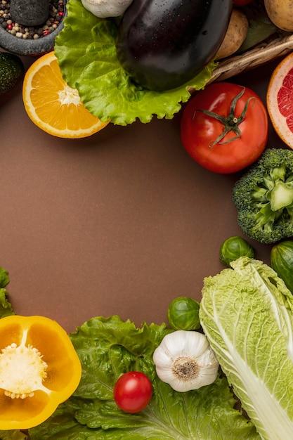 Lay piatto di verdure con copia spazio Foto Gratuite